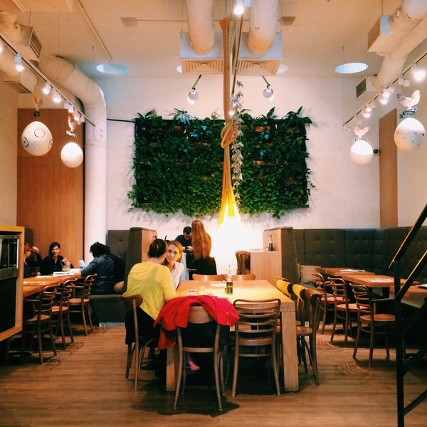 Great location+ wide variety of fruit based meals!