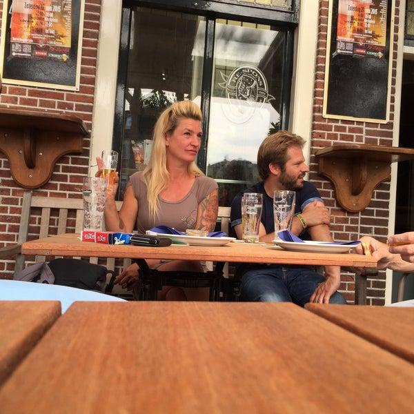 Photo taken at Café Re-Spons by Oscar W. on 6/26/2015