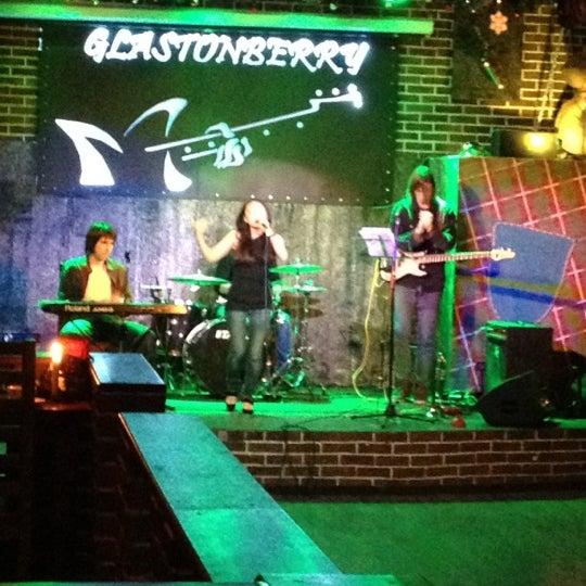 Снимок сделан в Glastonberry Pub пользователем Andrew L. 3/22/2012