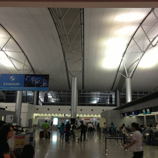 Photo taken at Tan Son Nhat International Airport (SGN) by Kazuo2 on 6/4/2013