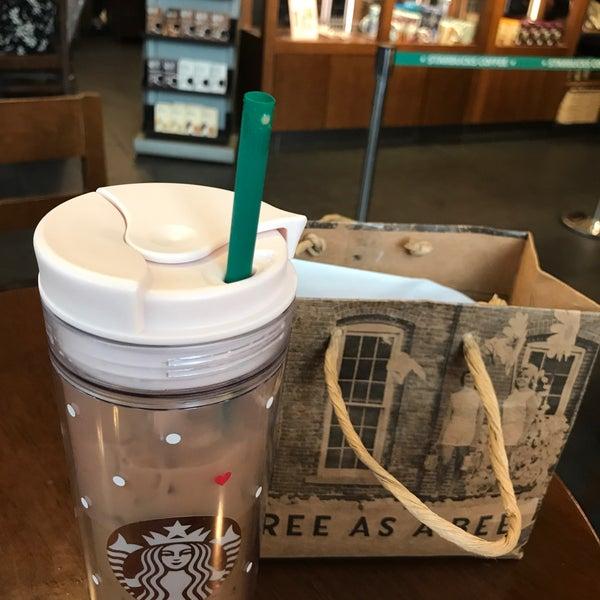 Photo taken at Starbucks by Jung Won H. on 6/7/2017