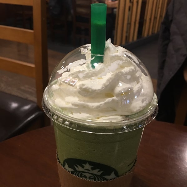 Photo taken at Starbucks by Jung Won H. on 2/21/2017