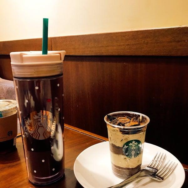 Photo taken at Starbucks by Jung Won H. on 6/16/2017