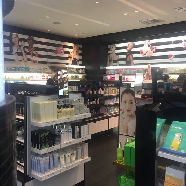 Photo taken at SEPHORA by Leyla D. on 11/17/2016