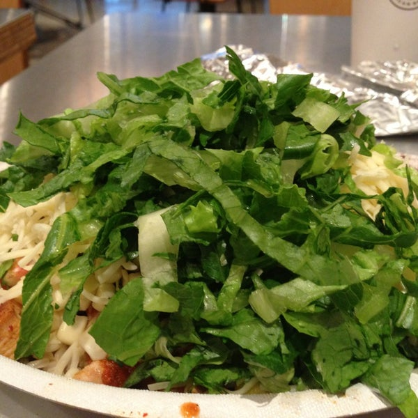 Photo taken at Chipotle Mexican Grill by Louie T. on 7/9/2013