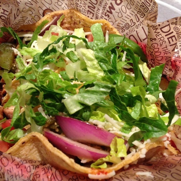 Photo taken at Chipotle Mexican Grill by Louie T. on 1/10/2013