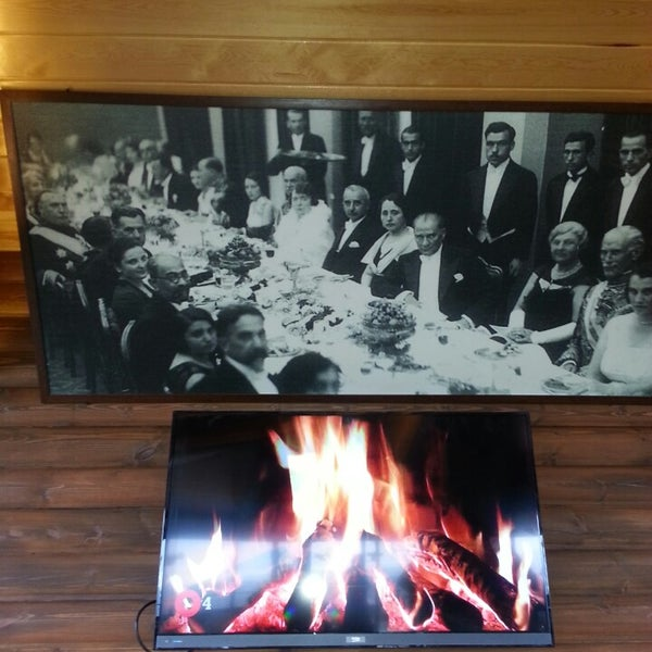 Photo taken at Körfez Aşiyan Restaurant by Büşracan Ö. on 3/28/2015