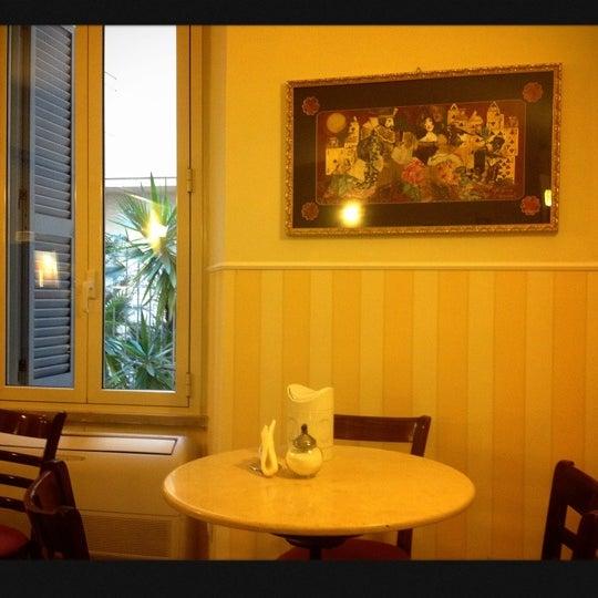 Foto scattata a Hotel Des Artistes da Rincy L. il 11/9/2012