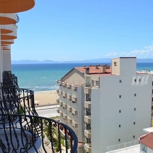 Şık ve rahat bir otel. Konumu çok iyi. Plajı havuzu calışanları ile harika bir otel Bir daha gitsem yine aynı oteli tercih ederim.