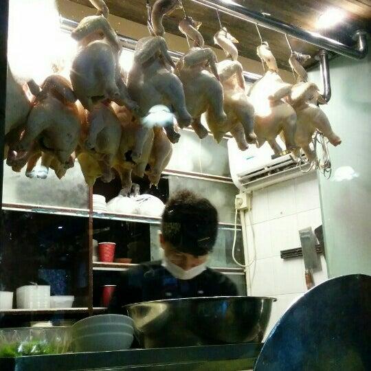 Photo taken at 五星海南鸡饭 | Five Star Hainanese Chicken Rice by Lorraine S. on 6/18/2015