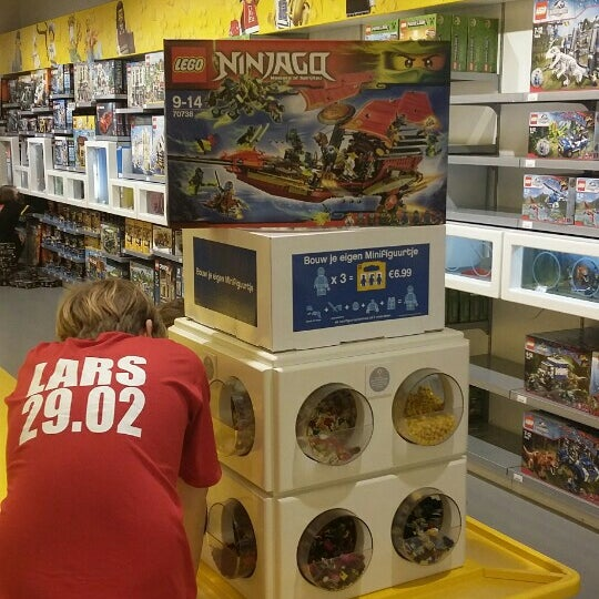 Photo taken at LEGO Store by Wim G. on 2/29/2016