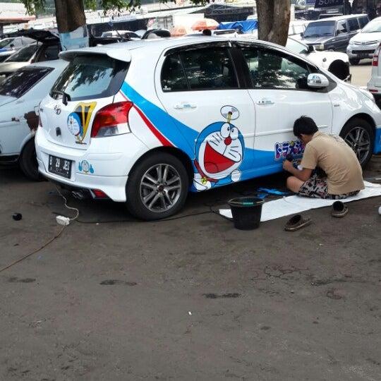 Photo taken at Pasar Mobil Kemayoran by Surjanada S. on 4/3/2014