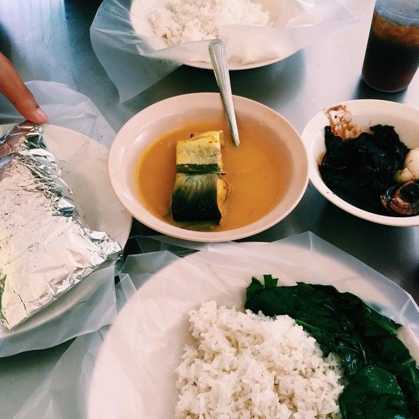 Photo taken at MABIQ Restaurant by Yasmin T. on 8/8/2016