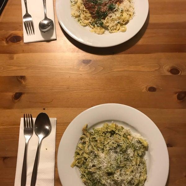 1/21/2018 tarihinde Dilek K.ziyaretçi tarafından Semolina Kafe & Restoran'de çekilen fotoğraf