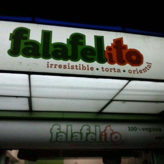 Foto tomada en Falafelito por Kaly M. el 10/23/2012