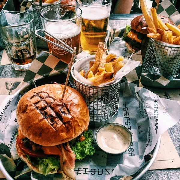 Buenísimo! Mucho mejor de lo que esperaba, hamburguesas ricas y excelente variedad de cervezas.