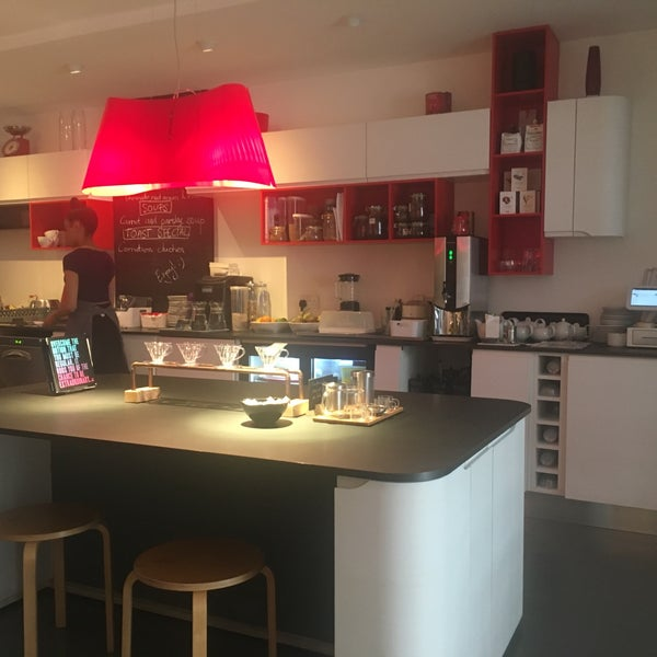 coffee cake kisses fitzrovia 7 tips from 102 visitors. Black Bedroom Furniture Sets. Home Design Ideas