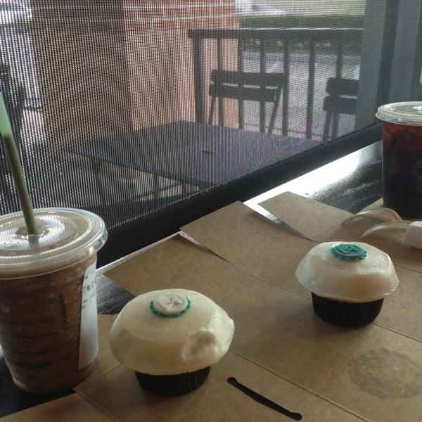 Photo taken at Starbucks by Fabiola A. on 9/13/2013