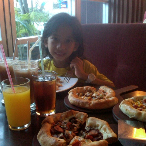 Photo taken at Pizza Hut by Wawan D. on 8/17/2013