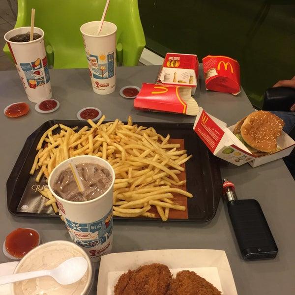 Photo taken at McDonald's by Peter Jr J. on 11/24/2015