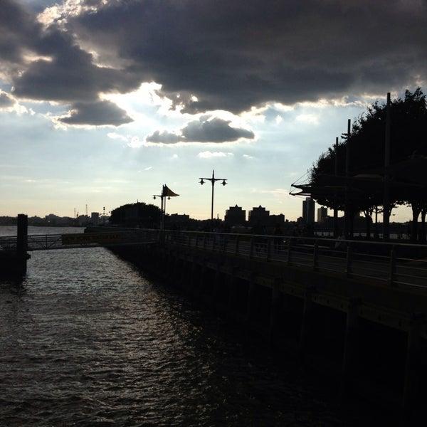 Das Foto wurde bei Hudson River Park von Sara G. am 7/26/2013 aufgenommen