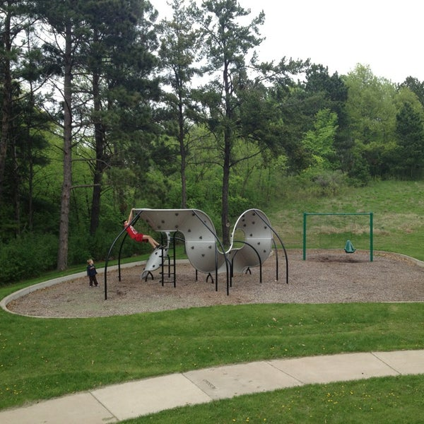 Applewood Park Preserve - Park in Maplewood