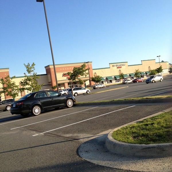 6/22/2013 tarihinde Jennyziyaretçi tarafından Ashbrook Commons Shopping Center'de çekilen fotoğraf