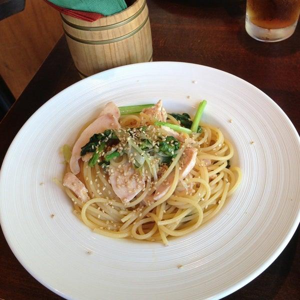 Das Foto wurde bei 東京バル Ajito 六本木店 von Soma M. am 10/9/2013 aufgenommen