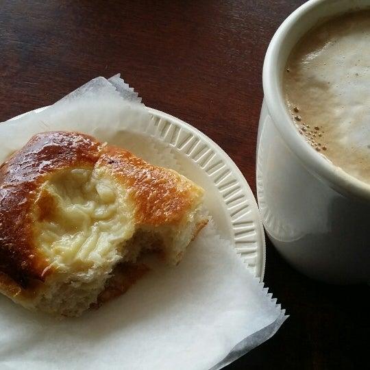 5/7/2014 tarihinde Terry B.ziyaretçi tarafından Argentina Bakery'de çekilen fotoğraf