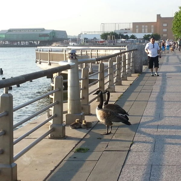 Das Foto wurde bei Hudson River Park von liza h. am 5/20/2013 aufgenommen