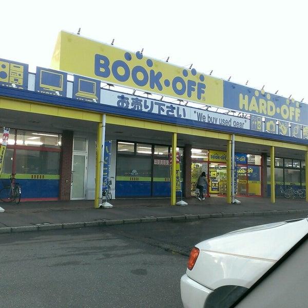 Photo taken at HARDOFF 長岡川崎店 by Kazuhiko S. on 9/13/2014