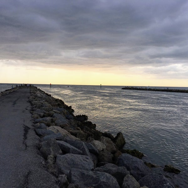 Photo taken at South Jetty / Humphris Park by Looper McNickelback on 4/15/2017