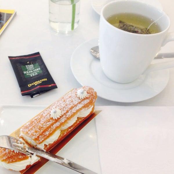 Provei o  éclair de chantilly, muito bom! Leve e com pouco açúcar, como ditam os verdadeiros doces franceses. Assim não enjoam, nem engordam tanto.  Dá vontade de provar todos!