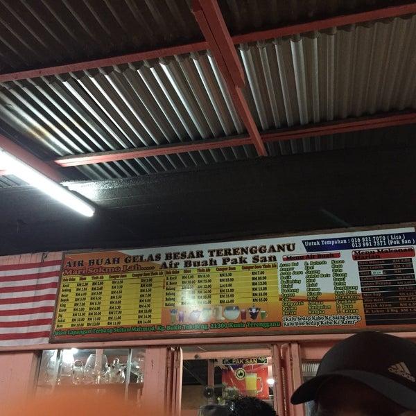 Photo taken at Air Buah Gelas Besar Terengganu by Din C. on 5/1/2016