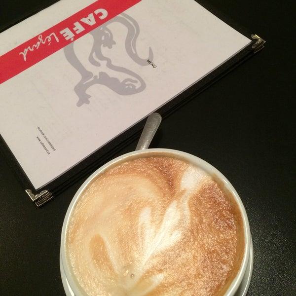 3/22/2015 tarihinde Gabrielle R.ziyaretçi tarafından Café Lézard'de çekilen fotoğraf