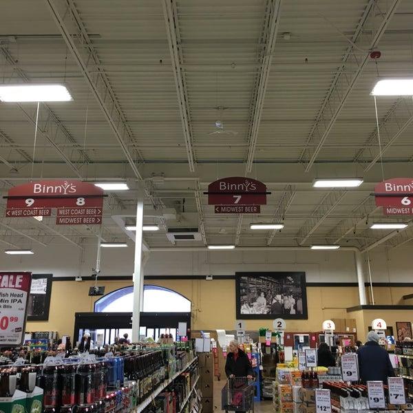 รูปภาพถ่ายที่ Binny's Beverage Depot โดย Nena L. เมื่อ 4/30/2016
