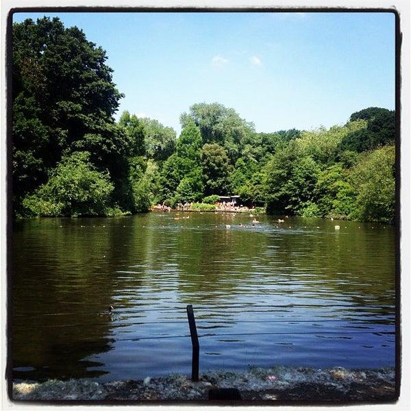 7/6/2013 tarihinde Melike K.ziyaretçi tarafından Hampstead Heath'de çekilen fotoğraf