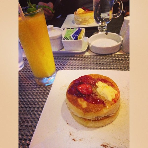 Photo taken at Sweet Bella Cafe by Maxie E. on 1/21/2014