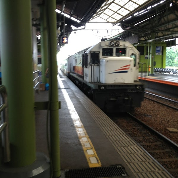 Photo taken at Stasiun Gambir by Mulyawan D. on 3/4/2013