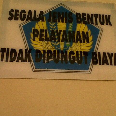 Photo taken at Kantor Pelayanan Pajak Pratama Mataram Barat by Dwi M. on 4/4/2013