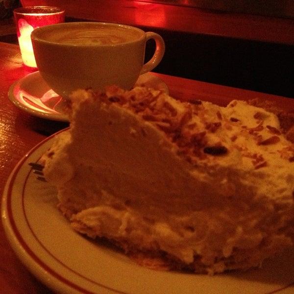 1/25/2013 tarihinde Brandie K.ziyaretçi tarafından Random Order Pie Bar'de çekilen fotoğraf
