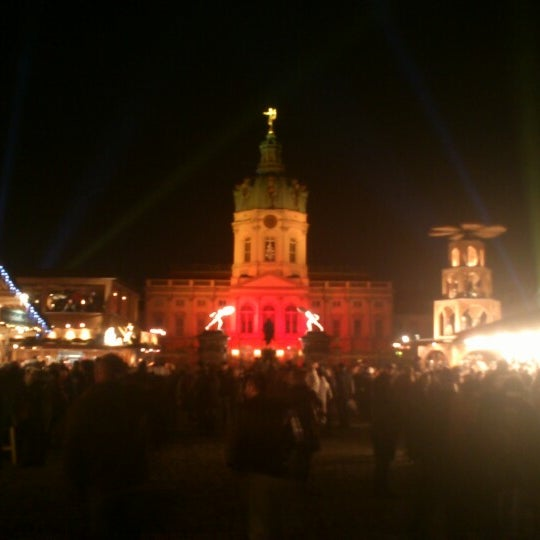 Photo taken at Weihnachtsmarkt vor dem Schloss Charlottenburg by Alex F. on 12/1/2012