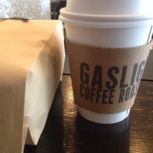 Foto tomada en Gaslight Coffee Roasters por Gordon D. el 4/26/2014