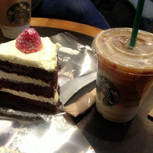 Photo taken at Starbucks by Jung Eun N. on 1/24/2014