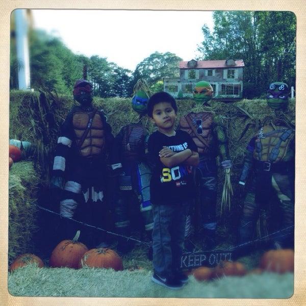 Photo taken at Clancy's Pumpkin Patch by Winnie M. on 10/24/2014