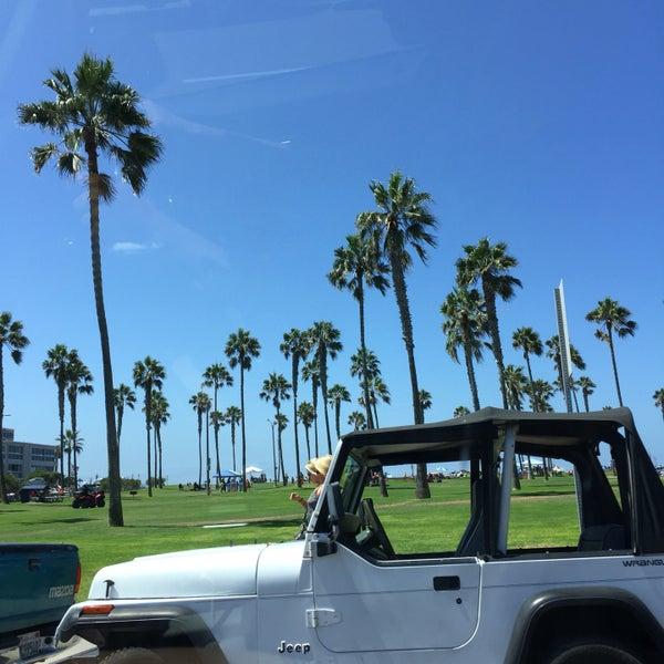 Foto tirada no(a) Mission Beach Park por Michele S. em 9/3/2016