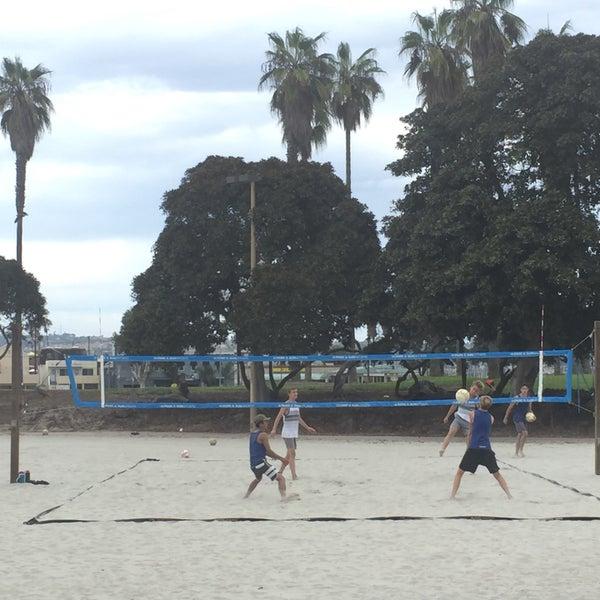 Foto tirada no(a) Mission Beach Park por Michele S. em 9/27/2016