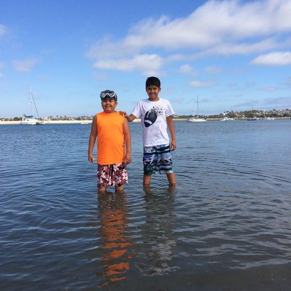 Foto tirada no(a) Mission Beach Park por Sonya F. em 7/6/2016