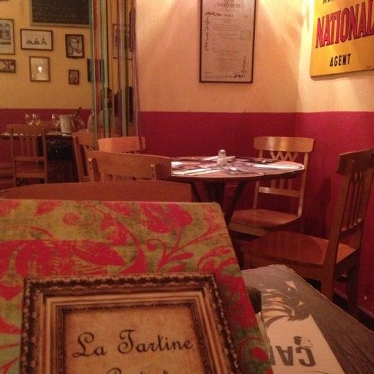 Foto tirada no(a) La Tartine Bistrot por Sarah d. em 11/6/2012