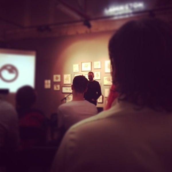 Photo prise au The Compound Interest: Centre for the Applied Arts par Shaun B. le12/20/2012